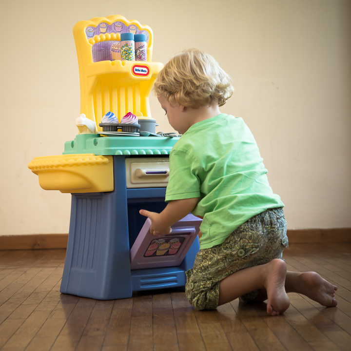 little tikes cupcake kitchen   toy-shelf for toy rentals