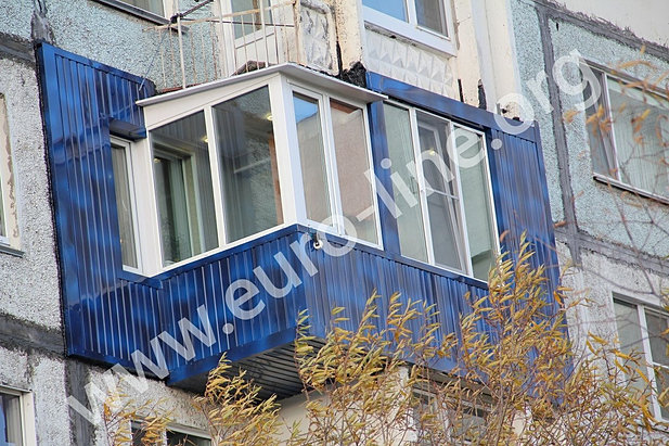 Пластиковые балконые рамы на камчатке.