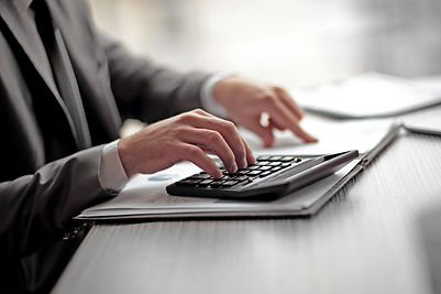 businessman-can-use-the-calculator-to-ca