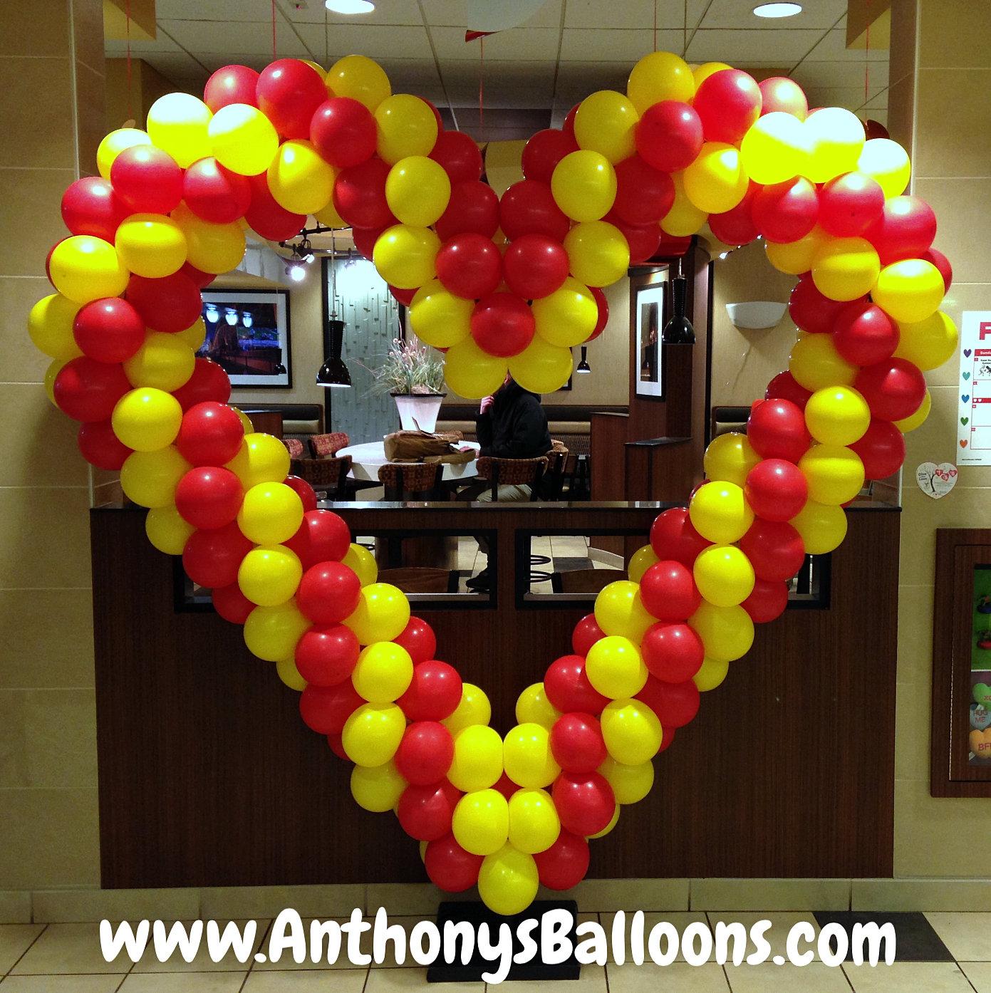 Chicago balloon decor heart balloon sculpture for Balloon decoration chicago