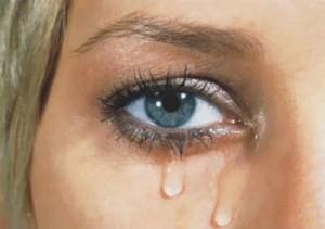 Resultado de imagem para imagem de olho chorando de emoção