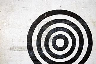 2205795-en-blanco-y-negro-bullseye-objetivo.jpg