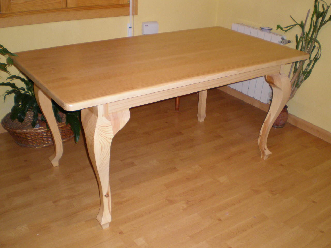 Mesa de comedor en madera de pino maciza car interior design - Mesa de madera maciza ...