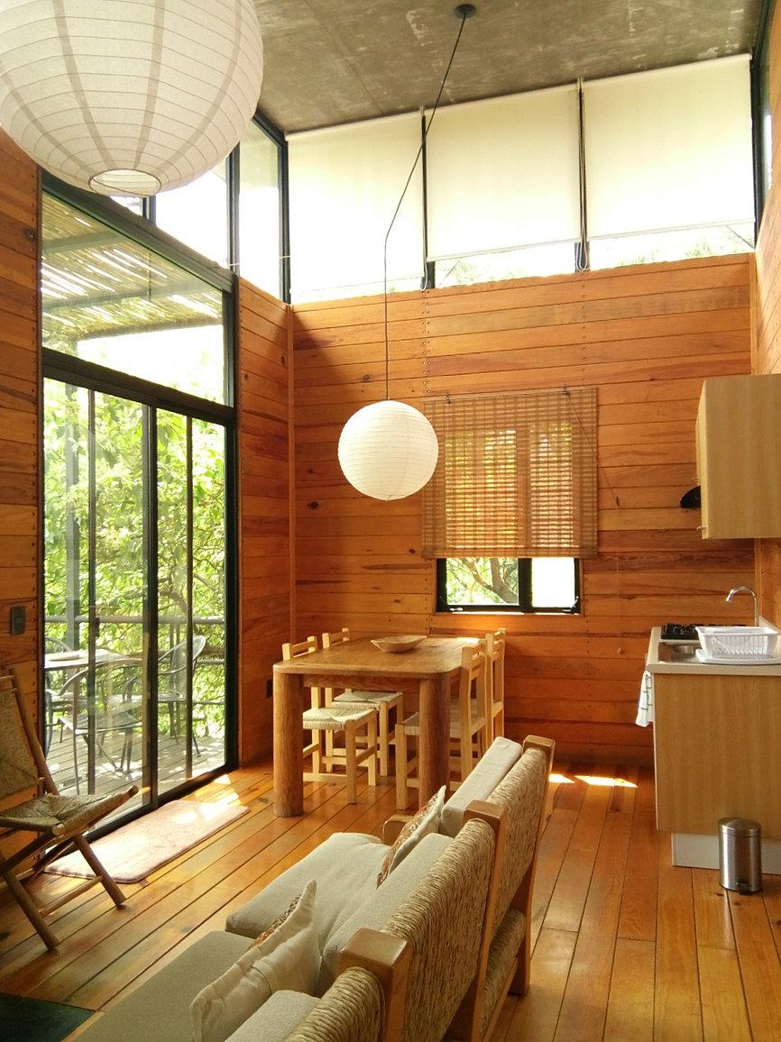 interior de una cabaña en la zona de Casa de los Cuatro Vientos