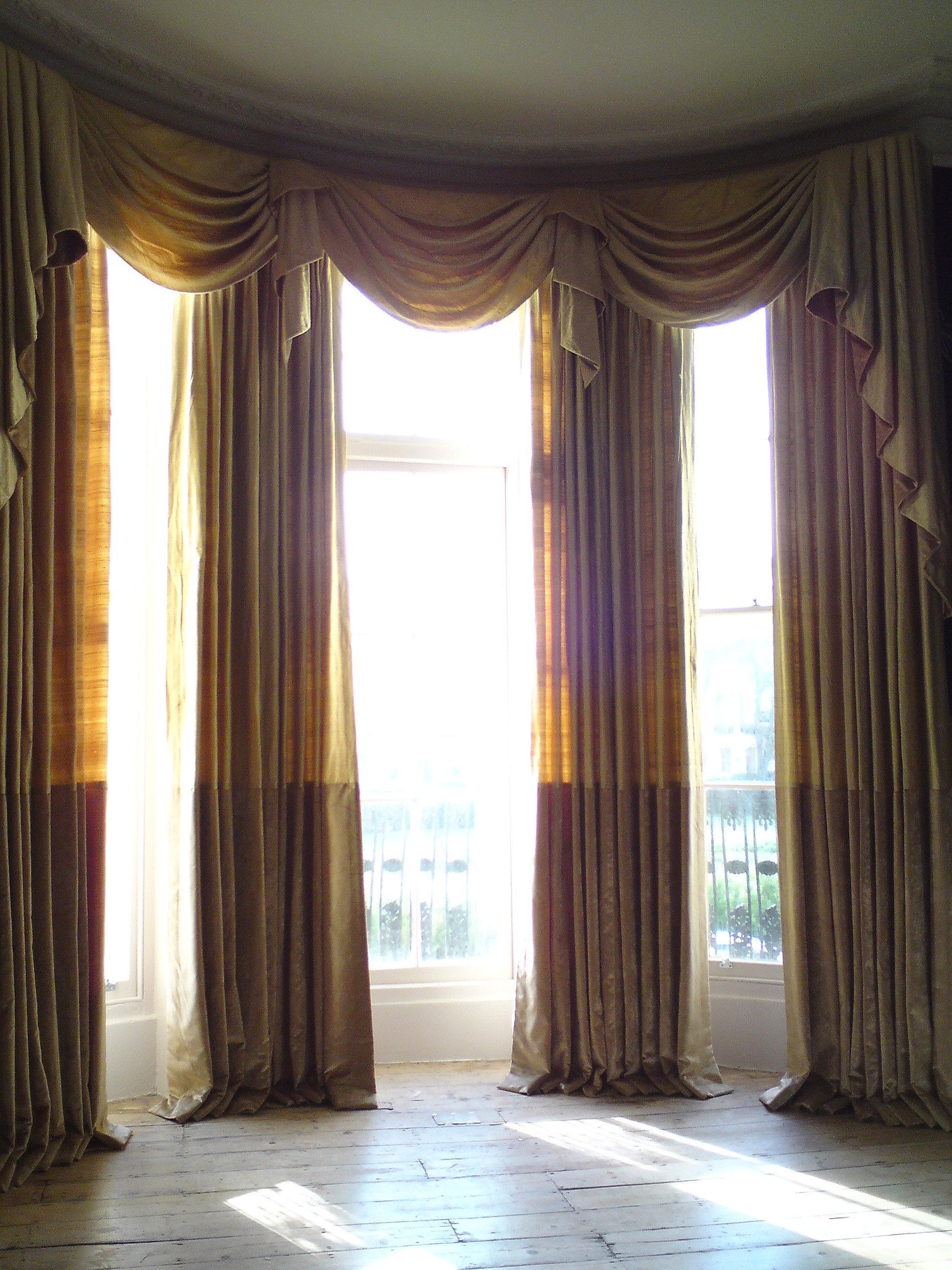 TRACKman very tall bay windows