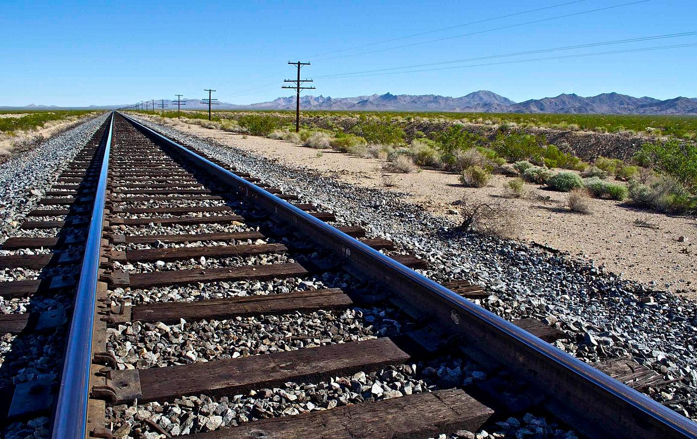 Vía férrea desierto 2