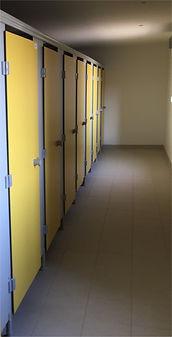 Equipements collectivités FRANCE - cabines sanitaires stratifié compact