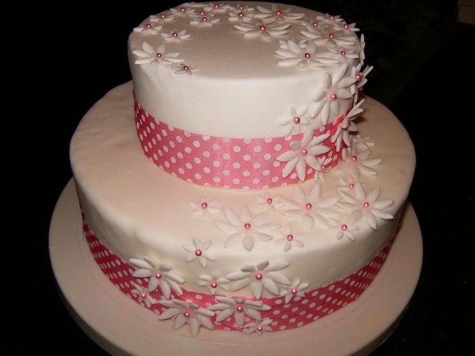 gâteau de mariage avec fleurs gâteau pour un mariage avec cascade de ...