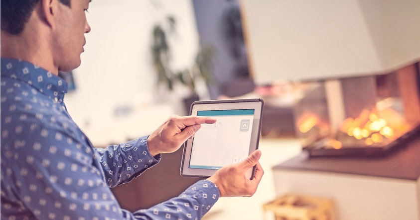 smart-home-control-app-on-a-tablet-pictu