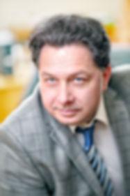 Бизнес портрет мужской в офисе - фото Борислав Ардев