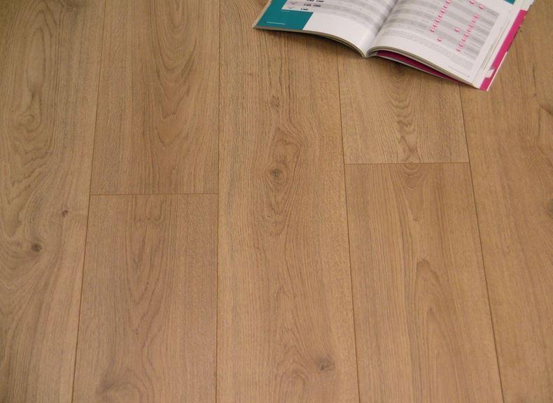 Kronotex Laminate Flooring lincoln Trend Brown Oak D3128_01jpg