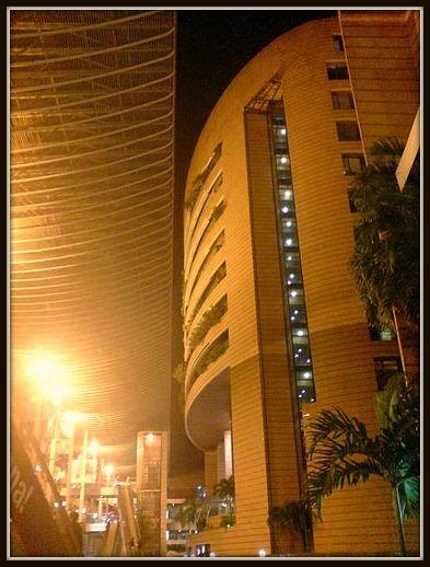 Arquitectos de la luz iluminacion profesional a su alcance for Oficina zurich valencia