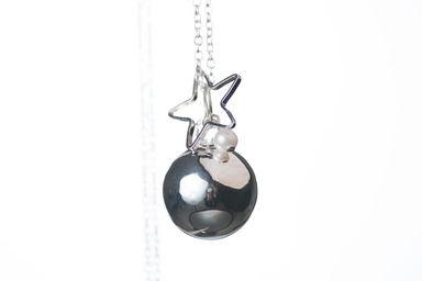 la pr cieuse perle blanche bola de grossesse bijoux pour femmes enceintes the good karma shop. Black Bedroom Furniture Sets. Home Design Ideas