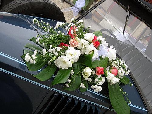 decoration_capot_voiture_mariage_fleuriste_yonne_bourgogne.jpg