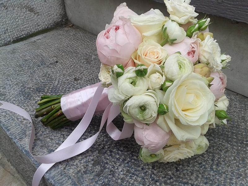 pin bouquet rond romantique pivoine blanche on pinterest. Black Bedroom Furniture Sets. Home Design Ideas