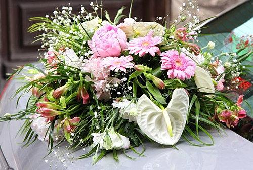 fleurscapotvoituremariageauxerreyonnejpg - Fleurs Capot De Voiture Mariage