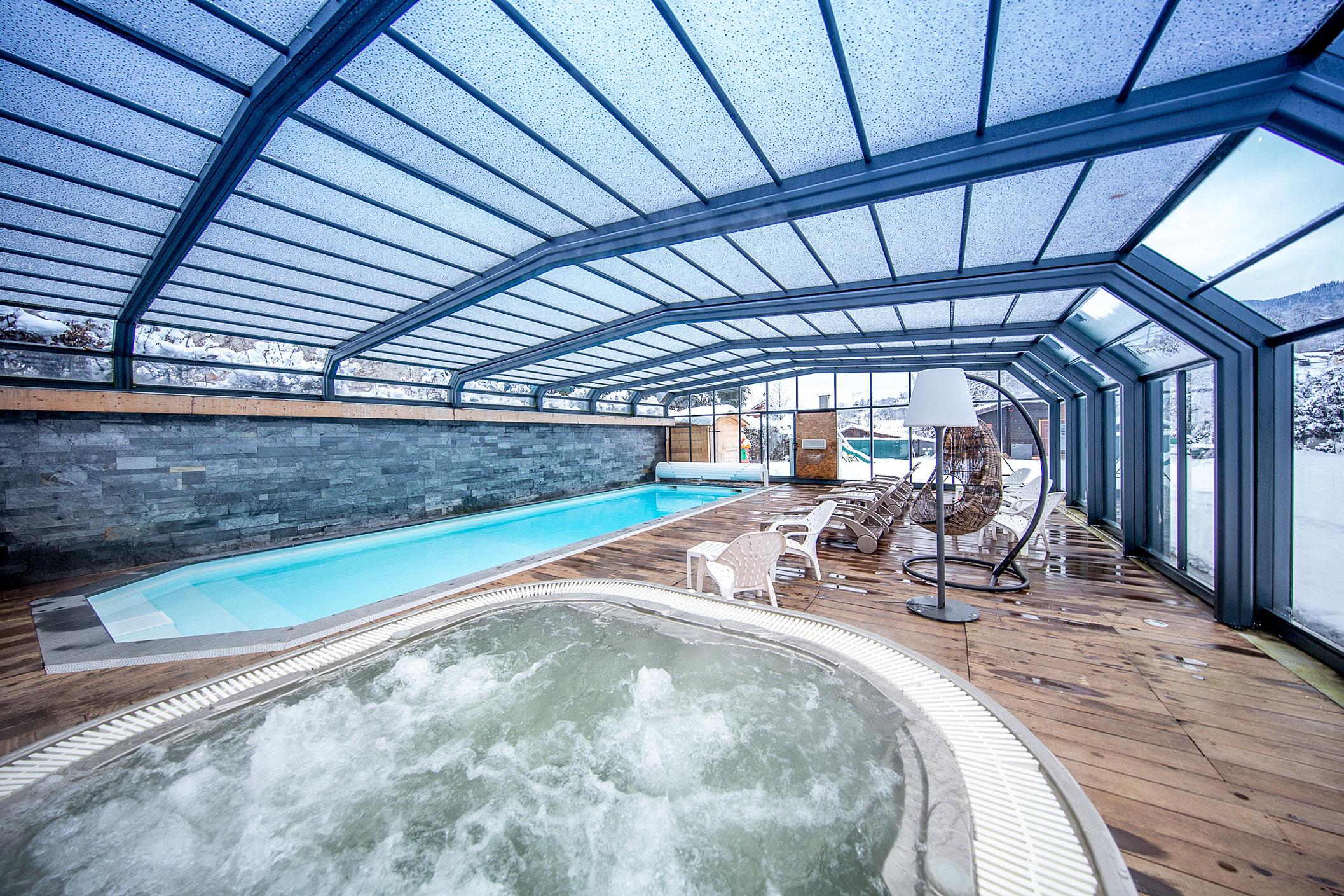 Piscine spa sauna hotel gai soleil samoens for Piscine samoens