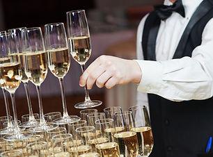 Servitör med Champagne Pyramid