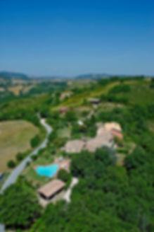 Umbria Case e Appartamenti Vacanza con Piscina, Parco Giochi, Barbequet, Campo Sportivo.
