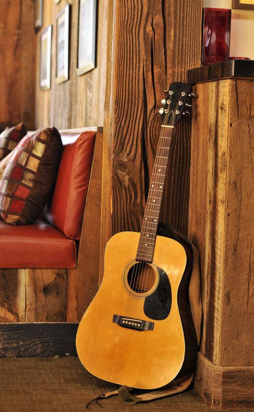 Cafe Guitar