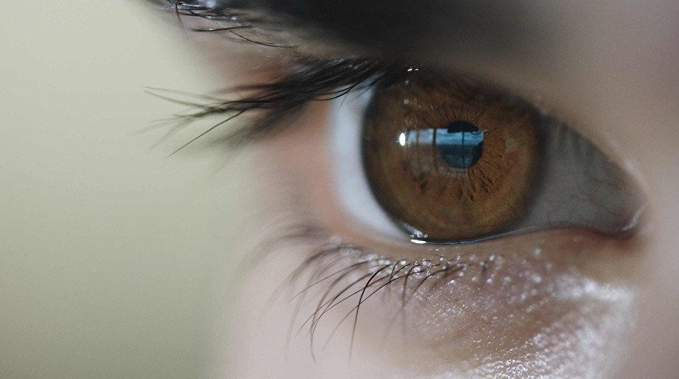 STILL-Close-up-on-eye