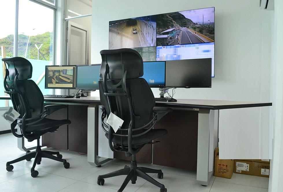 Innvector consolas de monitoreo mobiliario t cnico noc for Mobiliario ergonomico