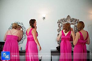 Bridesmaids get ready at Venue 92