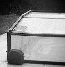 Somewatt panneau solaire pour abris de piscine for Panneau solaire piscine