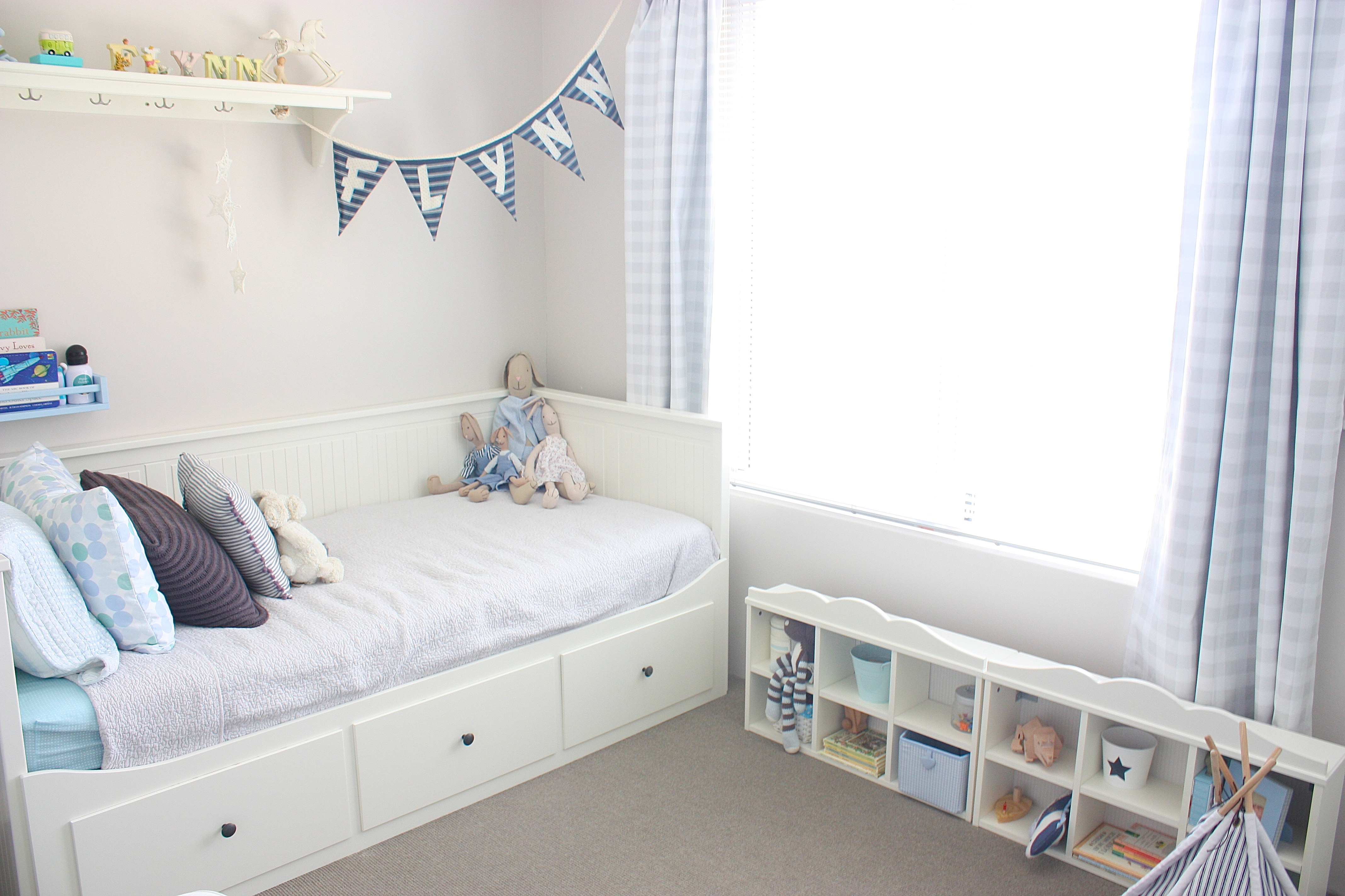 Upsi Daisy Creations Beds