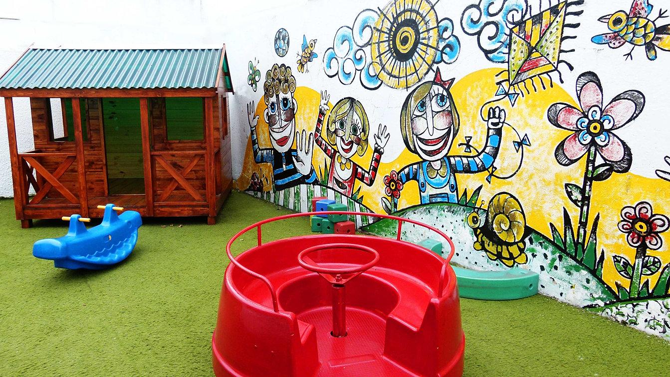 Escuela infantil colores primarios for Inscripcion jardin 2015