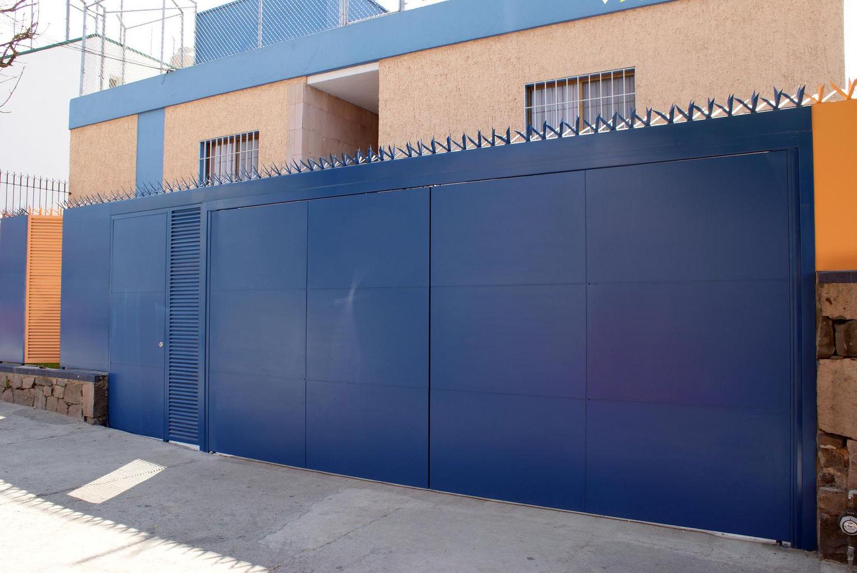 Portones para cocheras elegant puerta seccional with - Puertas de cocheras ...
