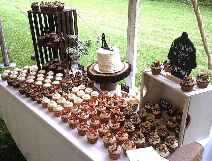 Cleveland Cupcakes Strongsville Ohio Wedding Cupcake Display