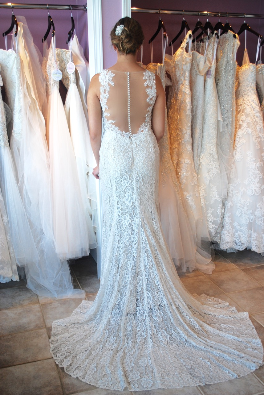 Button down back wedding dress name best dresses collection for Wedding dress preservation minneapolis