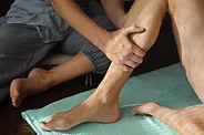 Physikalische Therapie am Bein