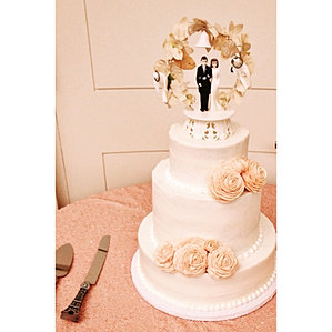 21c large rose wedding cake cincinnati