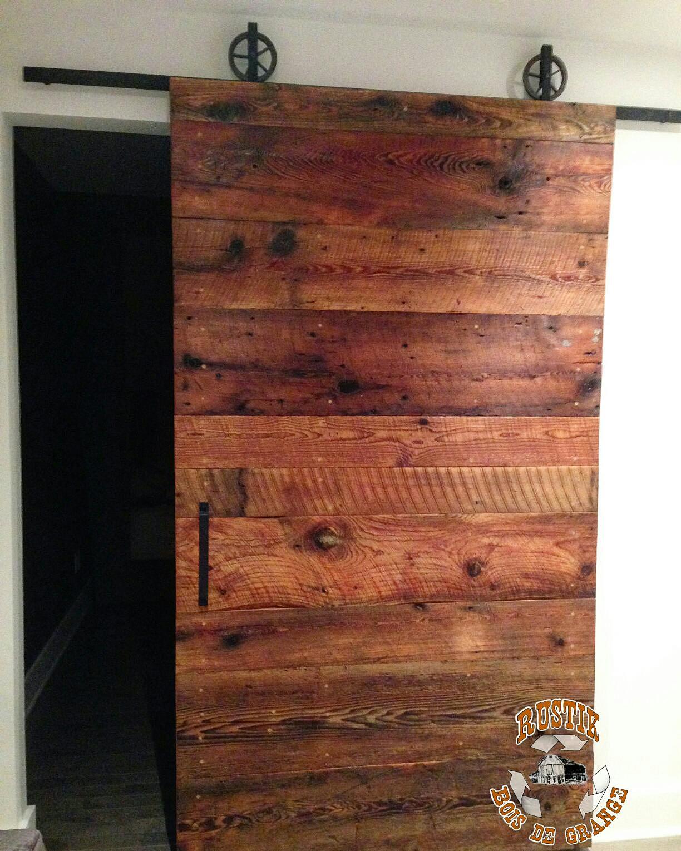 Rustik meubles et design mobiliers en bois massif haut de for Porte de grange bois