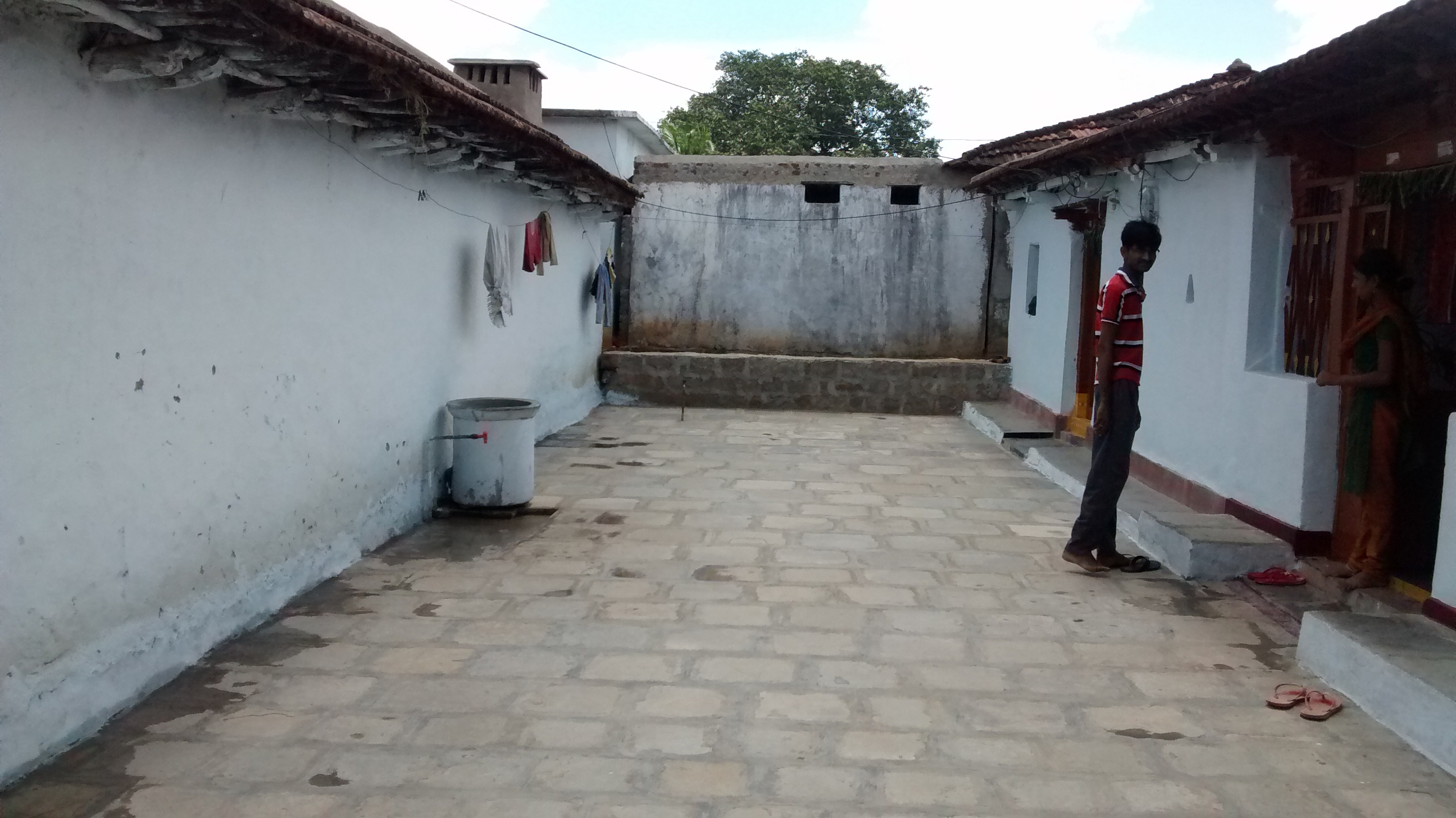 Tadelakt bathroom made by amel kadic -  Ride To Work There And Returns Back In The Evening To His Village He Says That He Could Not Live In Hyderabad As The People Are Not As Happy In The