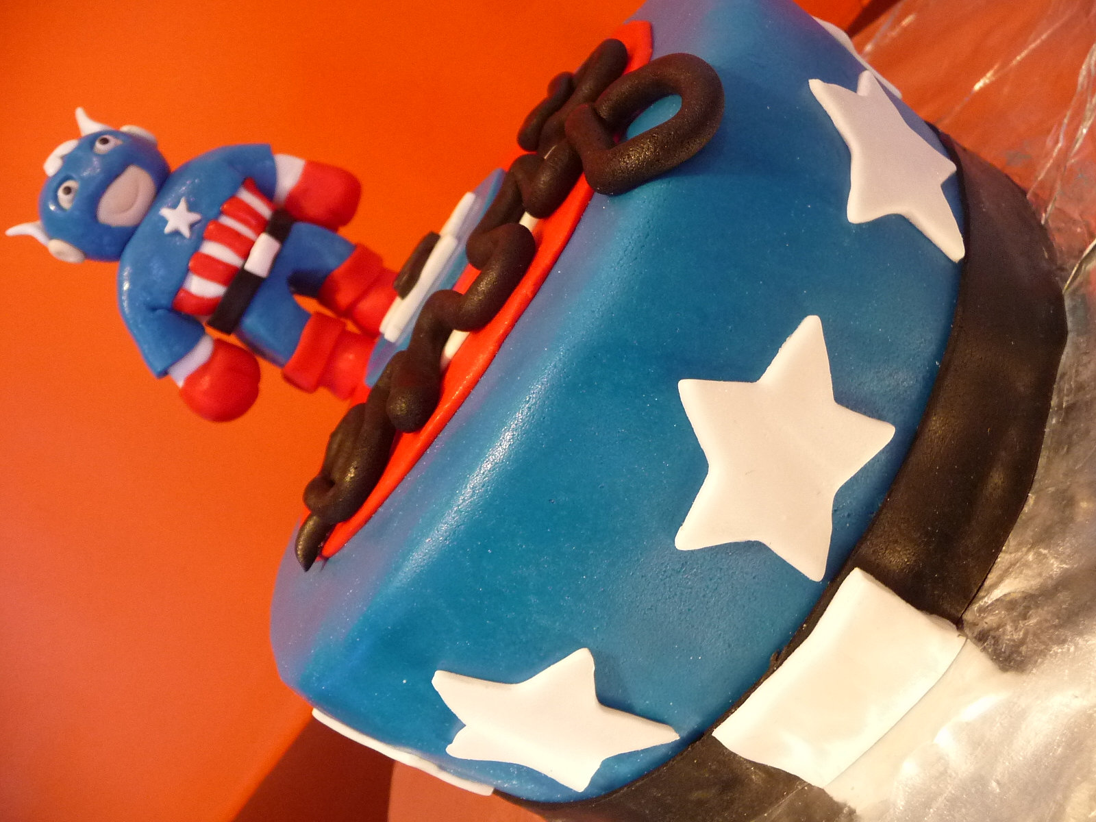 gateau p te sucre captain america. Black Bedroom Furniture Sets. Home Design Ideas