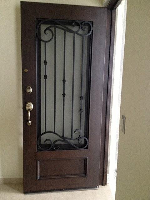 Perea herreria puertas principales for Puertas de madera con herreria
