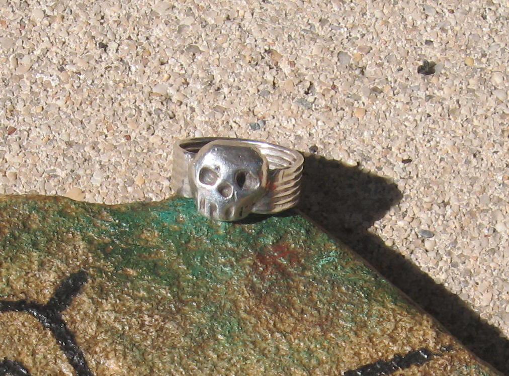 skull ring