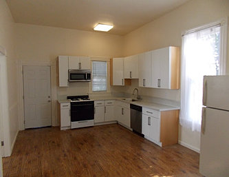 2626myrtle_kitchen.JPG