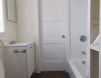 2626myrtle_bathroom2.JPG