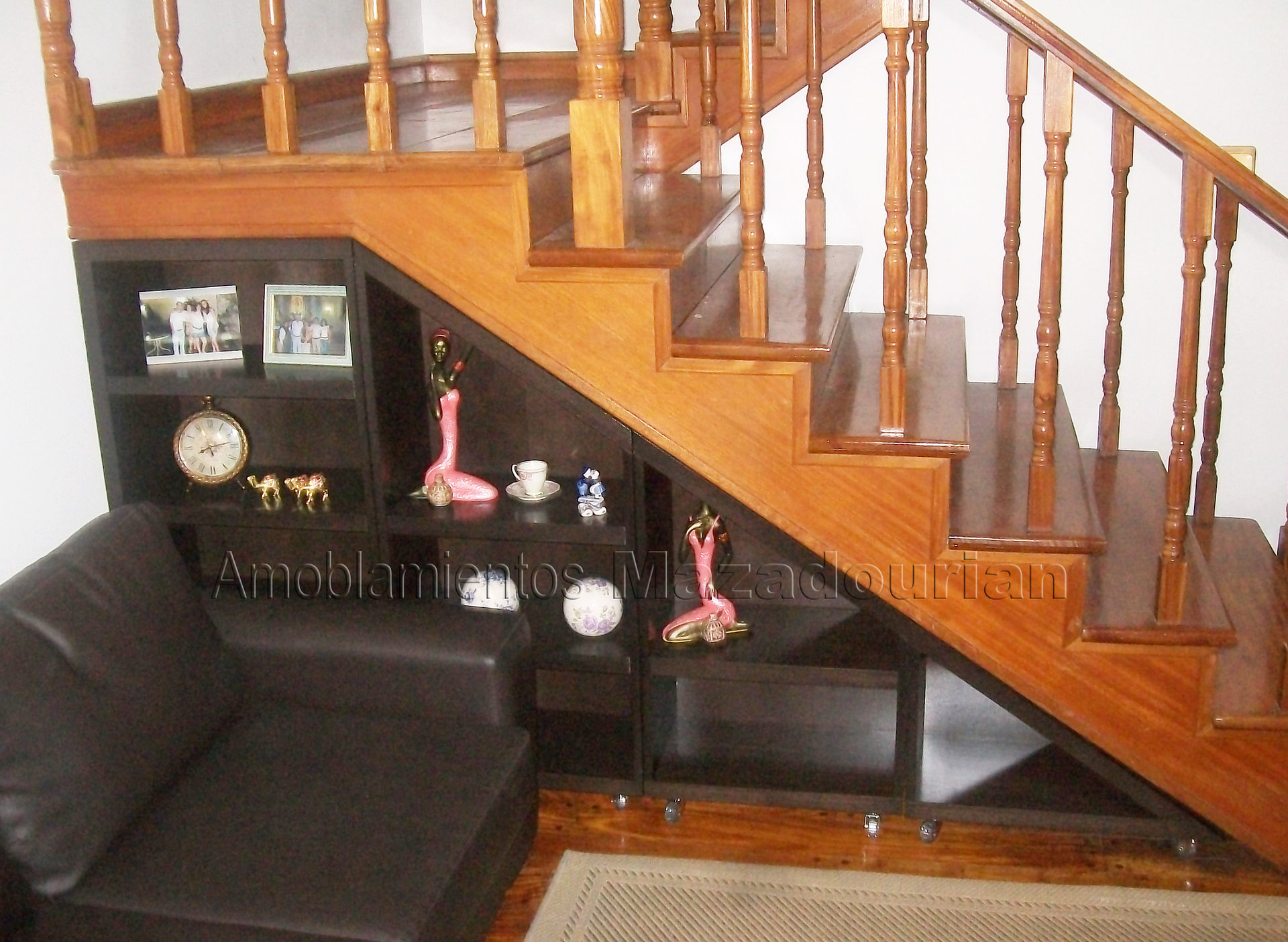 Amoblamientos mazadourian muebles a medida mueble bajo for Muebles bajo escalera