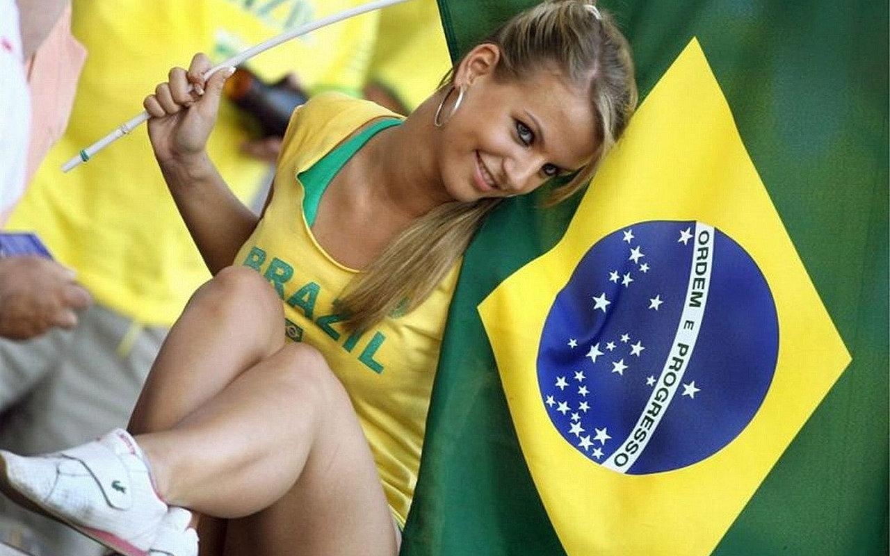 Самые сексуальные бразильские болельщицы 10 фотография