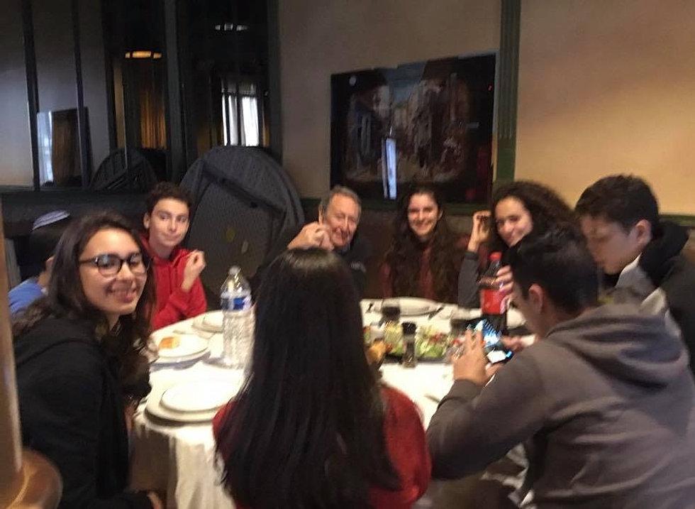 Des élèves de Yavné avec des élèves
