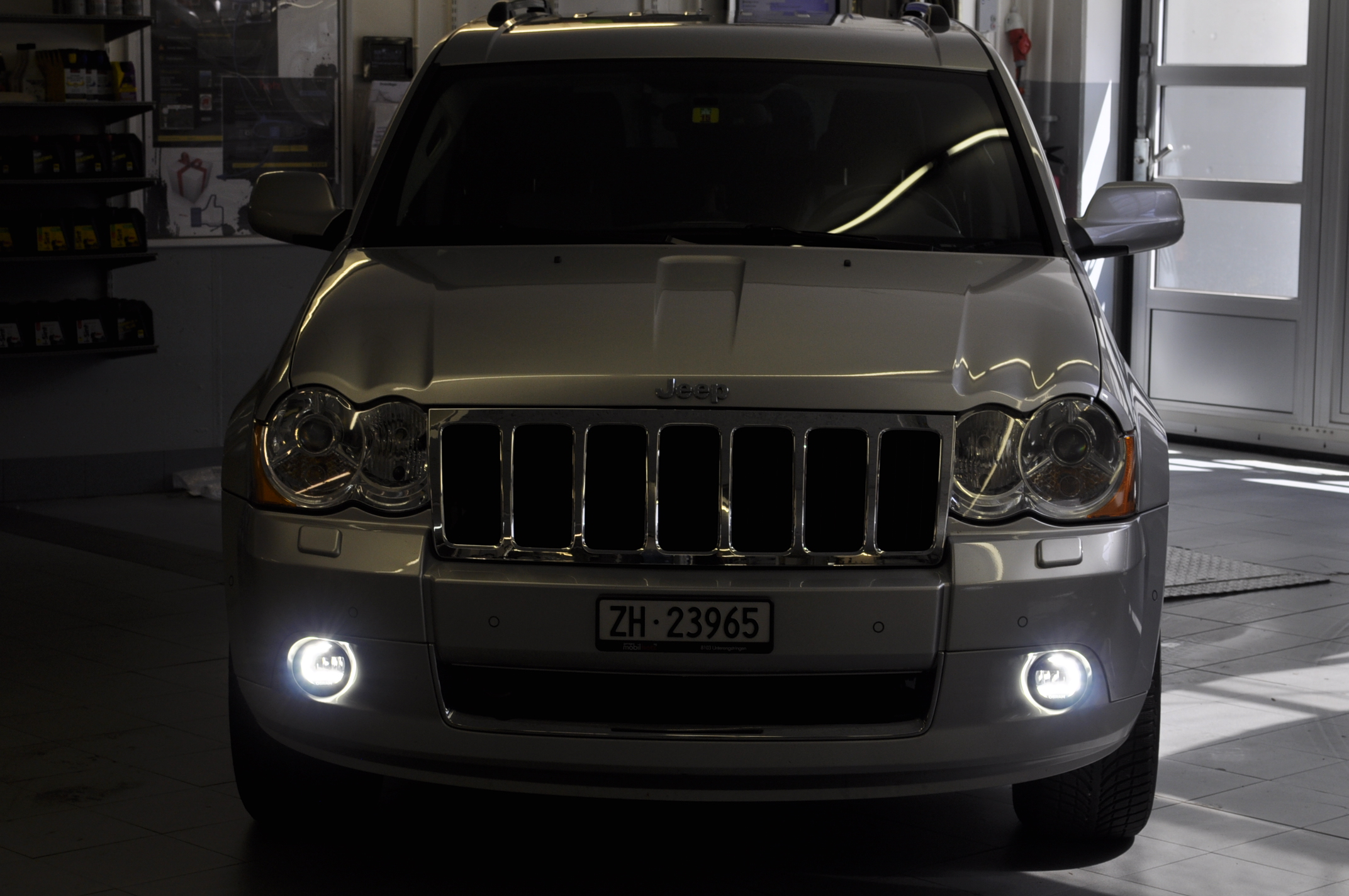 jeep grand cherokee led tagfahrlicht nachr sten garage. Black Bedroom Furniture Sets. Home Design Ideas
