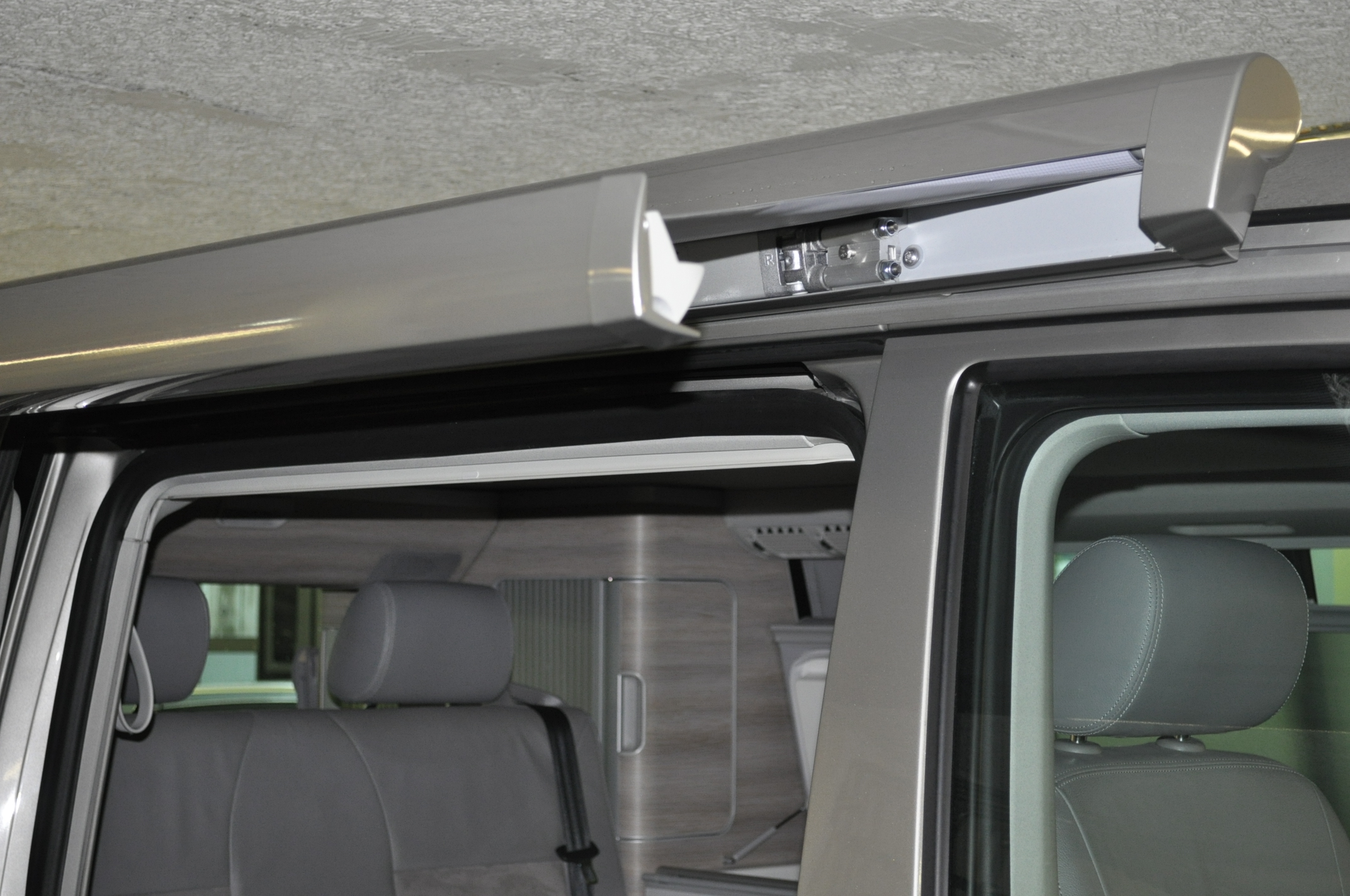 vw california t6 und t5 markise in wagenfarbe lackieren ab. Black Bedroom Furniture Sets. Home Design Ideas