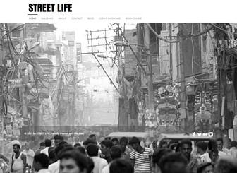 Fotografia Ulicy  Template - Uderzający szablon ukazujący niesamowite momenty z życia ulicy. Zdecydowana czcionka, minimalistyczny projekt oraz pełnowymiarowe tło nada stronie odważny wygląd. Dostosuj galerie i tekst, aby pokazać swoją kreatywność. Użyj blogu, aby informować swoich użytkowników o najnowszych wydarzeniach.