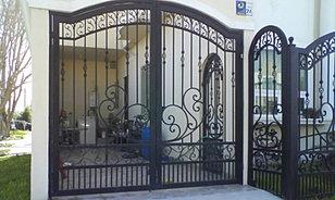 Herrer a chs puertas de forja portones contempor neos for Casa clasica caracas