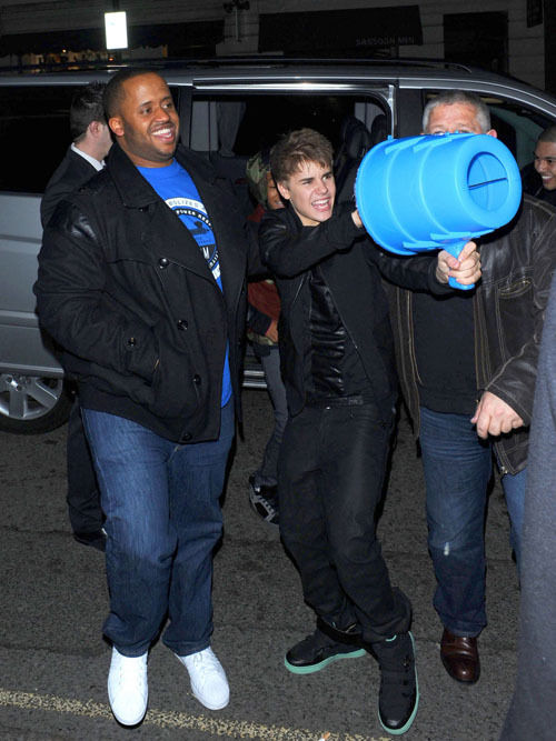 Justin_Bieber_march16_091.jpg